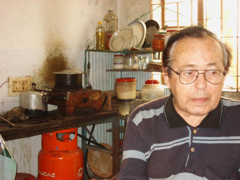 Lucidio Ceci nella sua stanza al terzo piano del Mathamuri College di Lama, abitazione e quartier generale di tutte le sue battaglie per l'umanità e per la fraternità